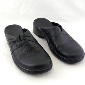 Clarks 7M Clogs Black Leather Low Heel Slip On